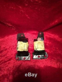 GM Nos Frame Mounts 69 Camaro 69-70 Nova 3980941 3980942 engine stands pads