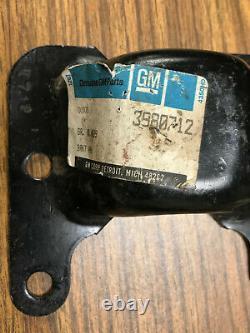Original GM NOS Frame Motor Mounts P. N. 3980711 + 3980712 68-72 Chevelle 454 396